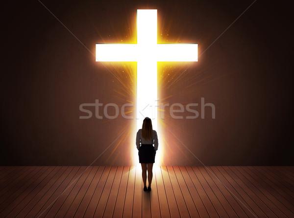 Donna guardando luminoso cross segno famiglia Foto d'archivio © ra2studio