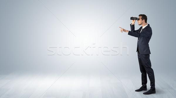 Homme regarder vers l'avant affaires jumelles Photo stock © ra2studio
