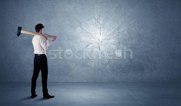 Hombre de negocios pared martillo sucio negocios oficina Foto stock © ra2studio