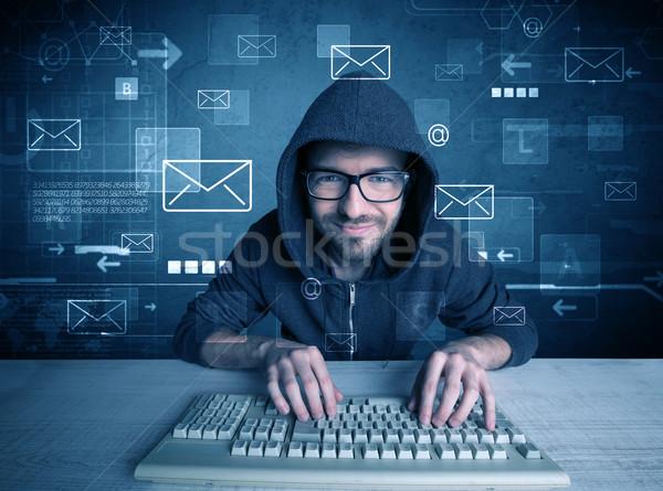 Intruso l'hacking e-mail giovani Foto d'archivio © ra2studio