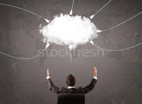 Junger Mann schauen Wolke Umbuchung Welt Service Stock foto © ra2studio
