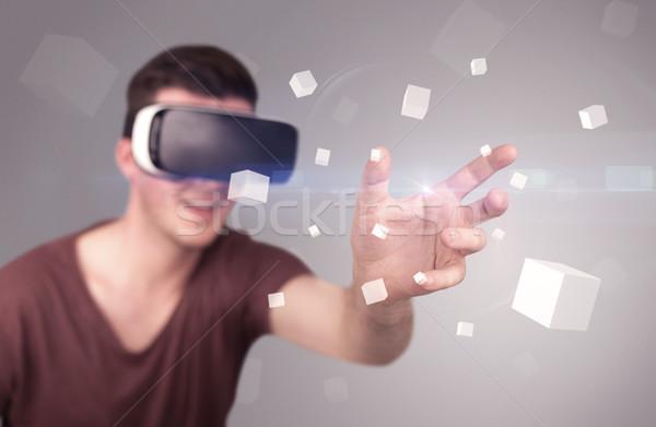 Hombre virtual realidad gafas de protección jóvenes Foto stock © ra2studio
