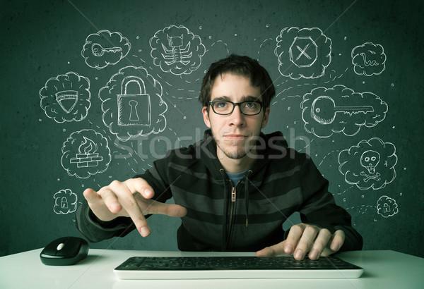 Jonge nerd hacker virus hacking gedachten Stockfoto © ra2studio