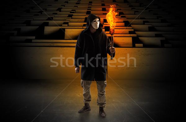 Сток-фото: человека · сжигание · лабиринт · уродливые · из · лабиринт