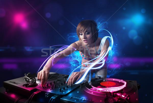 Сток-фото: диск-жокей · играет · музыку · световыми · эффектами · фары · красивой