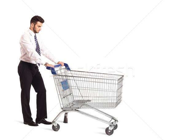 Zakenman winkelwagen voortvarend geïsoleerd pak markt Stockfoto © ra2studio