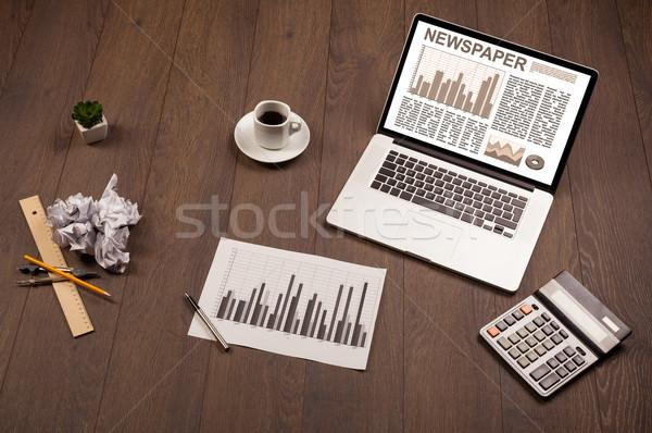 Business Laptop Aktienmarkt Bericht Holz Schreibtisch Stock foto © ra2studio