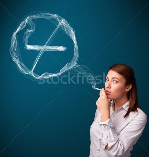 Stockfoto: Jonge · dame · roken · ongezond · sigaret