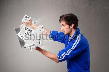 Jonge man laptop lezing explosief nieuws Stockfoto © ra2studio