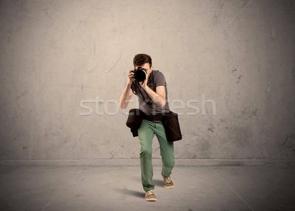 Fotógrafo câmera profissional masculino Foto stock © ra2studio