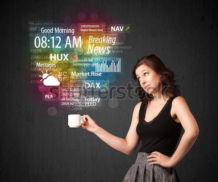 Zakenvrouw witte beker dagelijks nieuws Stockfoto © ra2studio