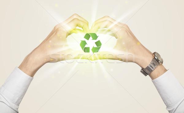 Foto stock: Mãos · forma · reciclagem · assinar · verde · centro