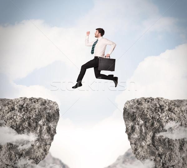 Foto stock: Engraçado · homem · de · negócios · saltando · rochas · lacuna · negócio