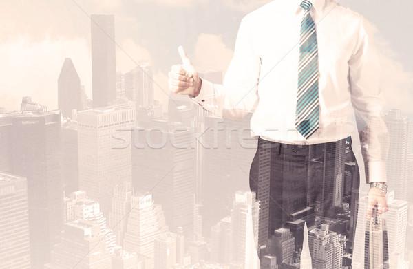 Knap zakenman stadsgezicht kantoor gebouw stad Stockfoto © ra2studio