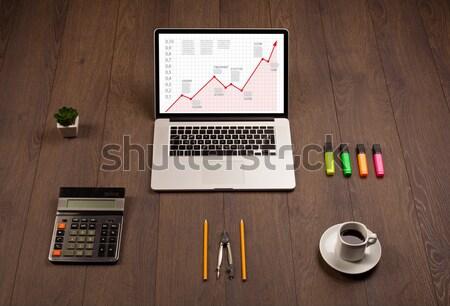 コンピュータ デスク ノートパソコン 赤 矢印 グラフ ストックフォト © ra2studio