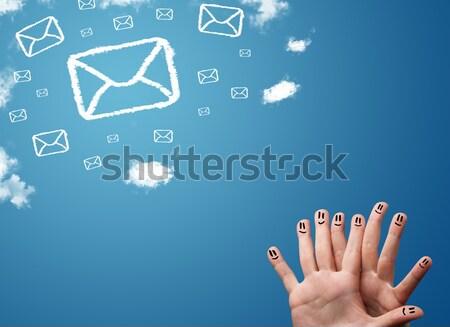 Foto stock: Feliz · dedos · mirando · mail · iconos