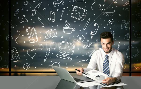 ビジネスマン ソーシャルメディア シンボル 座って 表 手描き ストックフォト © ra2studio
