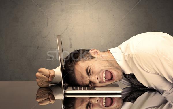 Hoofd toetsenbord triest depressief kantoormedewerker Stockfoto © ra2studio