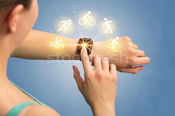 El kadın teknoloji sağlık futbol hareketli Stok fotoğraf © ra2studio