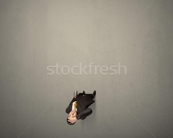 Işadamı karar genç ayakta gri Stok fotoğraf © ra2studio