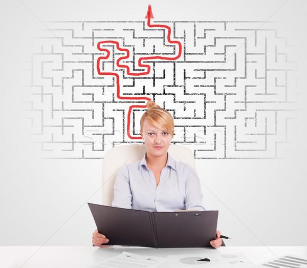 Zakenvrouw bureau labyrint pijl man onderwijs Stockfoto © ra2studio