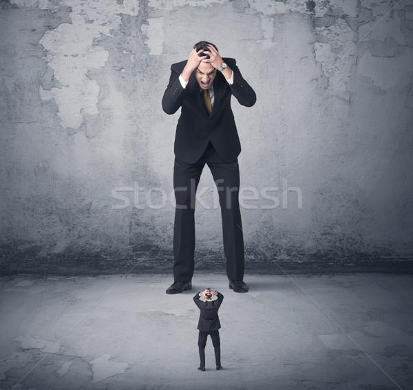 Nagy üzlet néz kicsi munkatárs mérges Stock fotó © ra2studio