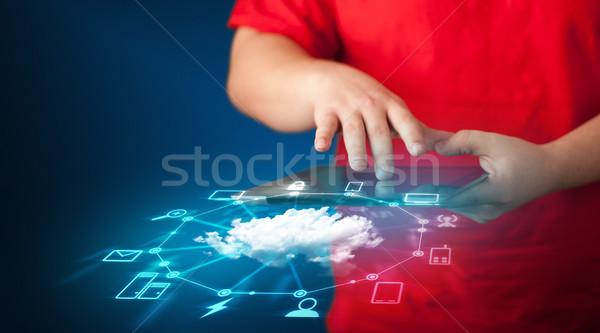 手 タブレット クラウドネットワーク 技術 ストックフォト © ra2studio