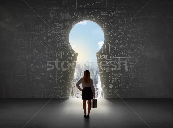 Mujer de negocios mirando ojo de la cerradura brillante paisaje urbano mujer Foto stock © ra2studio