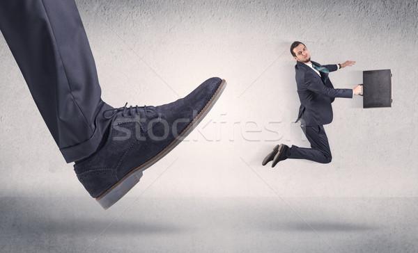 Pequeno empresário grande sapato local de trabalho homem Foto stock © ra2studio