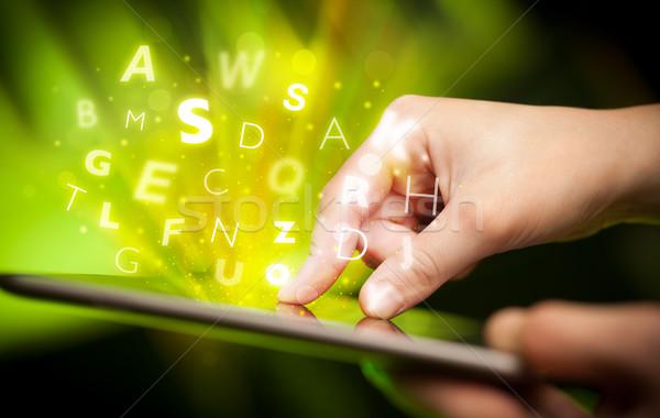 Vinger wijzend brieven hand aanraken Stockfoto © ra2studio