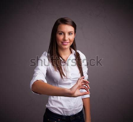 Csinos lány tart valami fiatal lány üzlet Stock fotó © ra2studio
