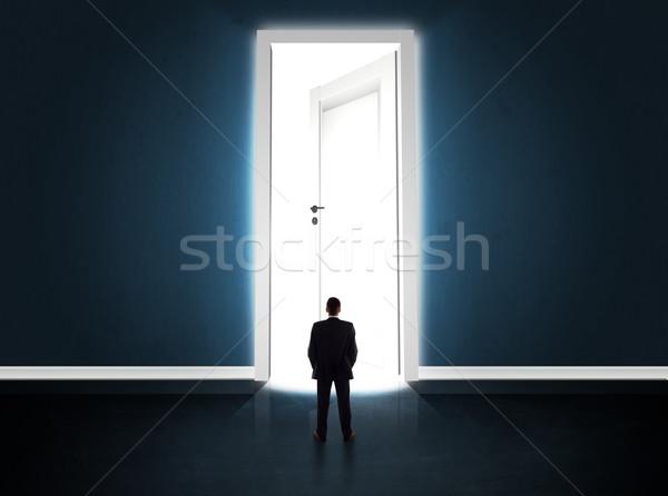 Stockfoto: Zakenman · naar · groot · heldere · deur