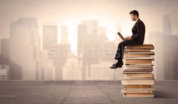 Férfi fölött város ül könyvek komoly Stock fotó © ra2studio