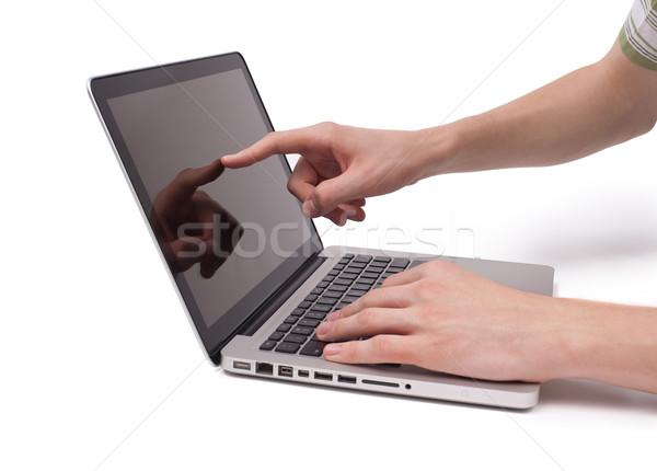 Hand Hinweis Laptop Bildschirm weiß Arbeit Stock foto © ra2studio
