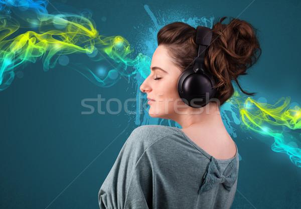 Młoda kobieta słuchanie muzyki słuchawki dość dymu Zdjęcia stock © ra2studio
