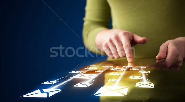 Main comprimé courriel icônes Photo stock © ra2studio