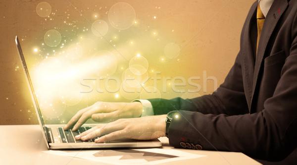 Işadamı çalışma hızlı dizüstü bilgisayar zarif oturma Stok fotoğraf © ra2studio