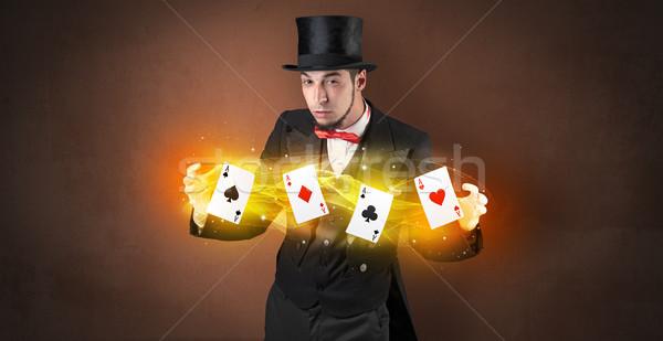 Illuzionista készít trükk varázslatos játék kártyák Stock fotó © ra2studio
