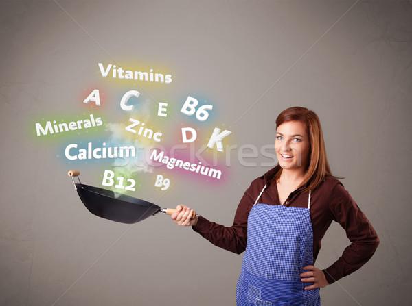 Młoda kobieta gotowania witaminy minerały dość żywności Zdjęcia stock © ra2studio