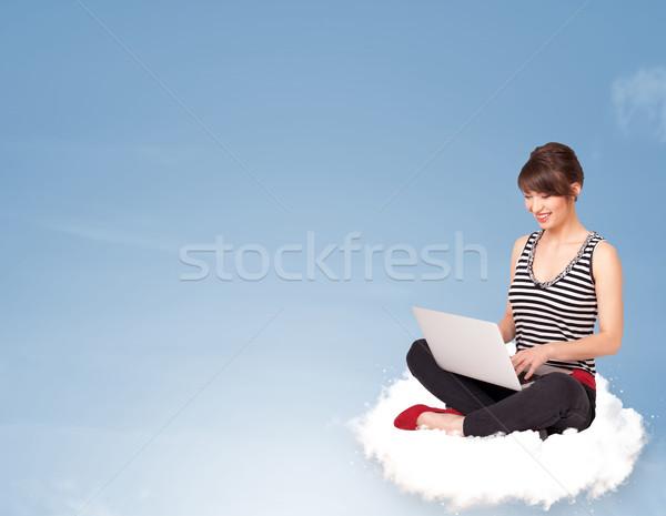 Młoda kobieta posiedzenia Chmura kopia przestrzeń piękna dziewczyna Zdjęcia stock © ra2studio