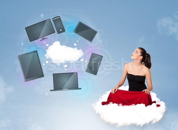 ストックフォト: 若い女の子 · 座って · 雲 · クラウドネットワーク · サービス