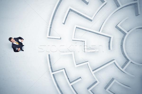 Uomo d'affari guardando labirinto da nessuna parte stressante Foto d'archivio © ra2studio