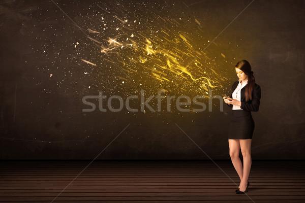 Femeie de afaceri comprimat energie explozie afaceri birou Imagine de stoc © ra2studio