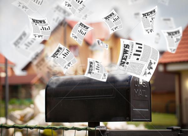 Postar caixa diariamente jornal voador fora Foto stock © ra2studio