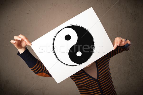 Nő tart papír fej fiatal nő szimbólum Stock fotó © ra2studio