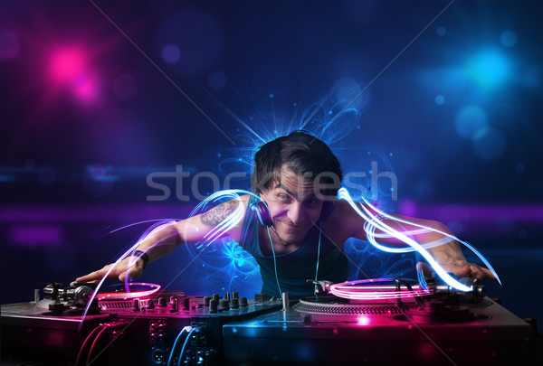 Discotecário jogar música efeitos de luz luzes jovem Foto stock © ra2studio