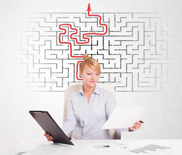 Mujer de negocios escritorio laberinto flecha hombre educación Foto stock © ra2studio