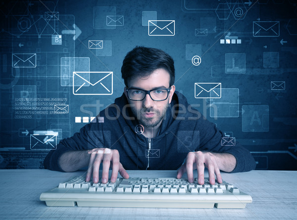 Foto stock: Intruso · hackers · e-mail · jovem