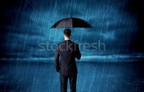 Homme d'affaires permanent pluie parapluie ciel travaux Photo stock © ra2studio