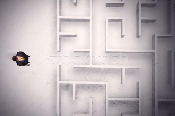 Stock fotó: Zavart · üzletember · áll · labirintus · fal · koszos
